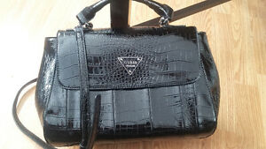 AUTHENTIC GUESS PURSE ; NEW