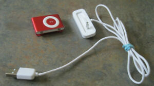 Apple iPod shuffle 1 GB red (2nd Generation) with charging cradl