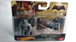 HOT WHEELS DIE CAST BATMAN & BATMOBILE DC COMICS MINT