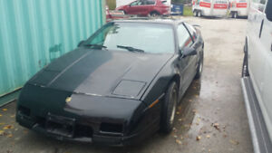 1986 Pontiac Fiero fastback 2.8L in Collingwood  .firm price!