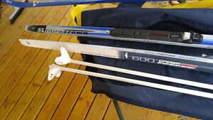 Fischer Fibrecrown 700 x-country skis in mint condition.