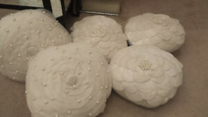 BOMBAY WHITE PILLOWS WITH PEARL ACCENTS