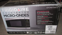 Four a micro-ondes / Microwave FRIGIDAIRE