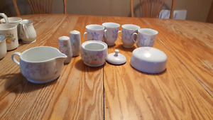 Tea cups with assesories