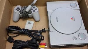 Playstation 1 usager avec câbles et manette testé et fonctionnel