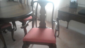 Vintage dining table and 6 chairs, Queen Anne style.