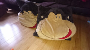 Gros coussin singe 20$