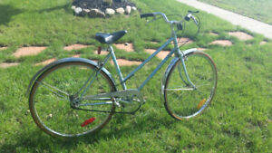 LADIES BIKE & 20 INCH GIRLS BIKE, IN VERY GOOD CONDITION