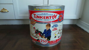 Tinkertoy Wooden Construction Set/ Ensemble de construction