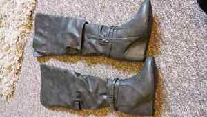 Grey boots size 8 London Ontario image 1
