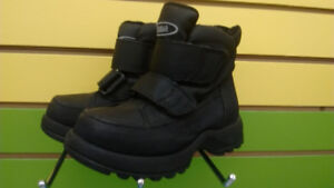 (316A) Boy's winter boots Cougar Size 9