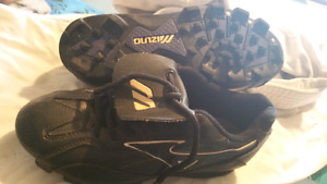 Baseball cleats size 4.5
