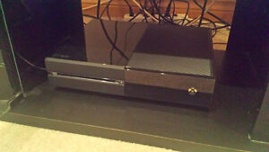 Xbox One 500 GB w/ controller, Kinect & DAI; Perfect condition.