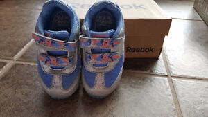 Reebok girls sneaker size 6  shoes