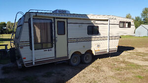 1986 Travelaire 5th wheel