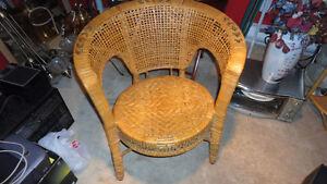 chaise en rotin etagere de coin et diff panier et buffet en bois Saguenay Saguenay-Lac-Saint-Jean image 3