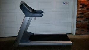 Precore 932i Gym Quality treadmill
