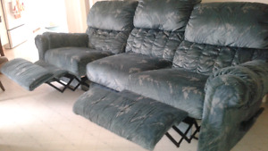 Recliner couch sofa fauteuil and matching recliner chair