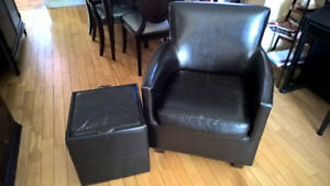Accent chair with matching storage cube/ottoman