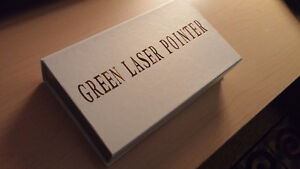 Green Laser Pointer/ Laser Vert TRES Puissant. VERY Strong
