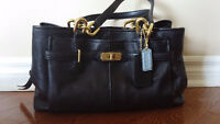 SELLING: Coach Leather Purse (Excellent condition)