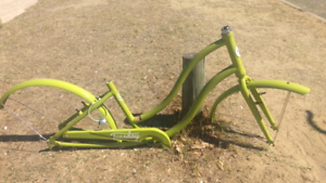 Funky cruiser bike frame and mudguards