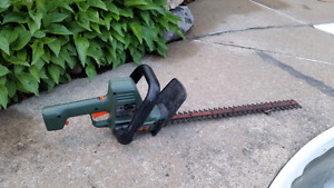 BLACK AND DECKER HEDGE ELECTRIC TRIMMER - Taille-haie électrique