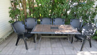 ensemble patio table et 6 chaises
