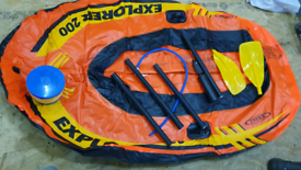 Dinghy with 2 paddles and pump