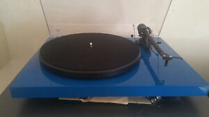 Brand new project turntable