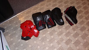 2 Boxing gloves and headgear