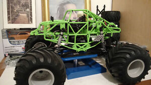 AXIAL SMT10 GRAVE DIGGER BRUSHLESS