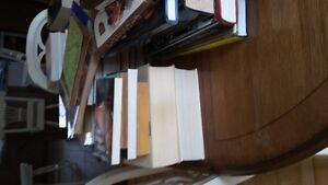De beaux livres ,beaucoup,beaucoup de livres  / URGENT
