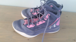 Girls size 4 basketball sneakers