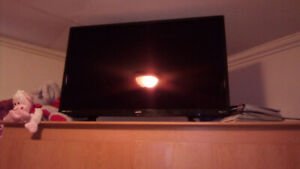New 32in sanyo Roku smart t.v. Moving selling cheap