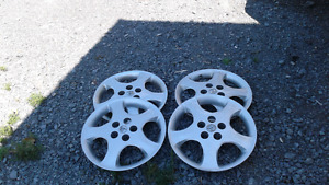 Set of hubcaps off 2006 Toyota set of 4