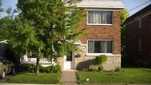 Duplex beau grand 5 1/2  secteur St-Joseph