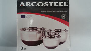 New stainless steel mixing bowls with rubber base