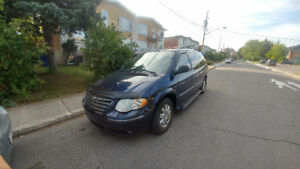 *** 2005 Chrysler Town & Country limited ***