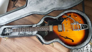 Epiphone ES 335 dot with bigsby tremolo and hard case