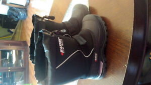 Boys Baffin boots size 2 in Excellent condition,