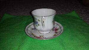 Royal Standard Bone China Cup & Saucer-Excellent Condition Cambridge Kitchener Area image 3