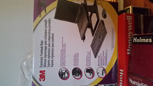 3M Ergonomic Notebook Riser