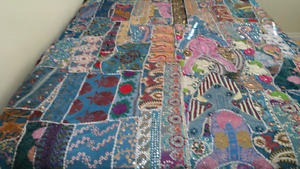 NEW STUNNING AND VIBRANT BED COVER