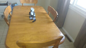 Dinning room table double leaf with 4 chairs.