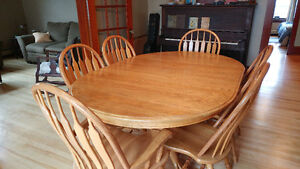 Solid 6 piece Oak Dining Set with bonus matching rocking chair
