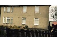 3 bedroom ground floor flat. Front and back door in Argyle street Levenvale