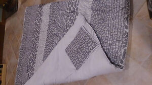 Oversized Double blanket & fitted sheet...GREAT VALUE!