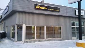Local comercial avec bureau et salle de bain