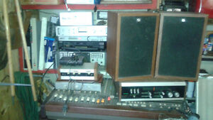 LOTS OF VINTAGE/ANTIQUE RADIOS/RADIO STATION/DJ EQUIP ETC